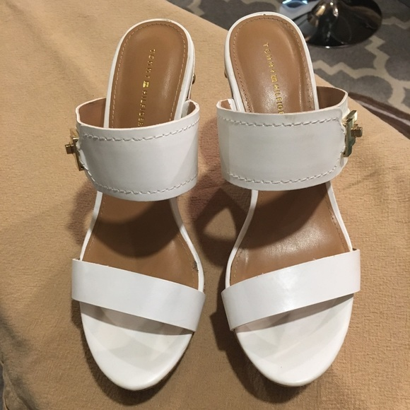 63adf9fa275f Tommy Hilfiger white sandals. M 5b86b43e15379549d1e6a4a7